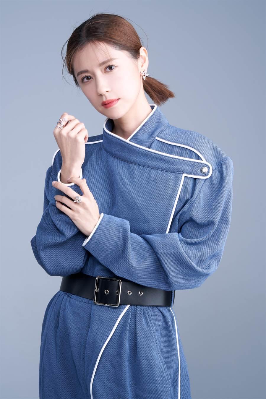 林予晞以超強同理心飆演技,佩戴TASAKI abstract star星星飾品,代表星運如日中天。(JOJ PHOTO攝,服裝提供/LV )