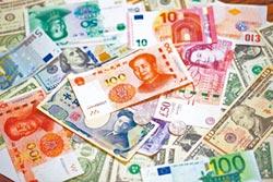 周小川:人幣國際化是早產兒
