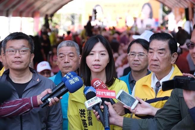 針對時力兩立委退黨,洪慈庸表示,有志一同年輕人,會在各自位置上,為台灣努力。(陳淑娥攝)
