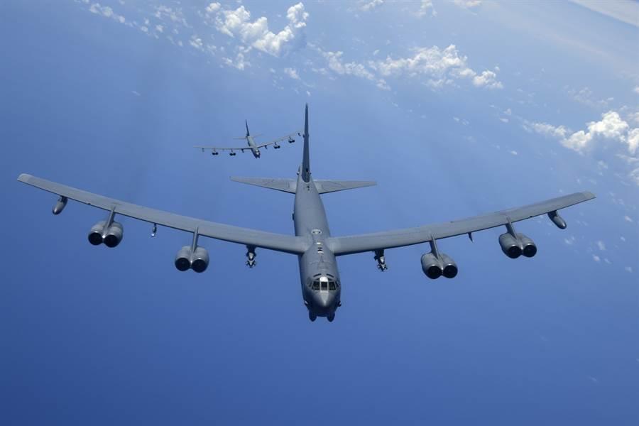 經常在太平洋巡弋的美國最老轟炸機B-52開始要加裝最新式的遠程反艦導彈AGM-158C,以因應日漸緊張的太平洋局勢。圖為正在太平洋巡弋的B-52H。(圖/美國空軍)
