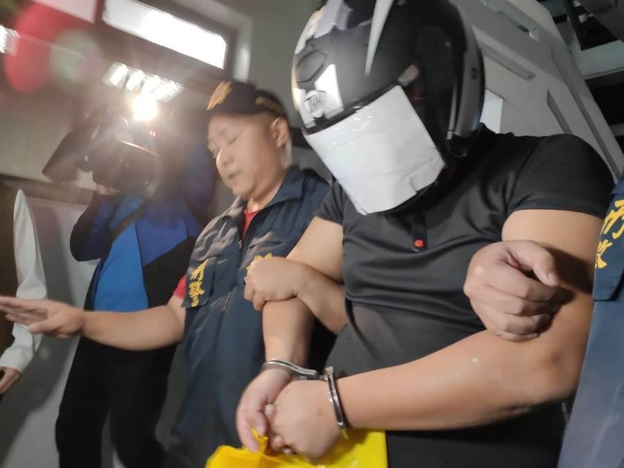 狠殺妻子凶嫌法院裁定收押禁見。(張妍溱攝)