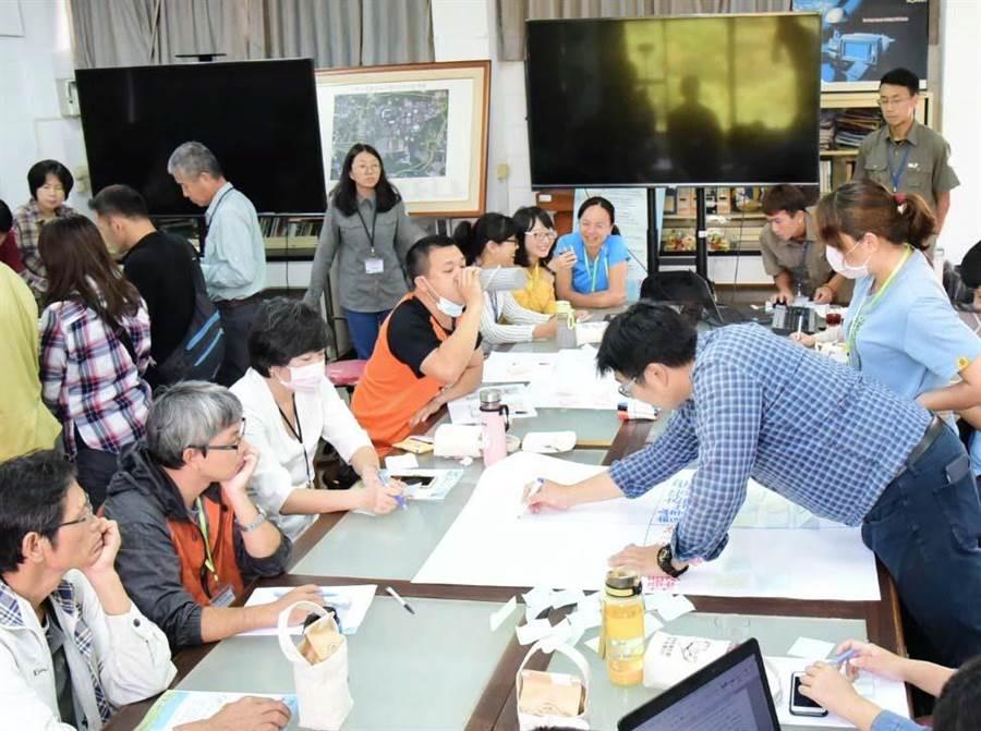 屏東林管處在屏科大舉行「淺山生態保育工作坊」,邀集各單位共同討論淺山保育的工作項目與權責分配。(潘建志攝)