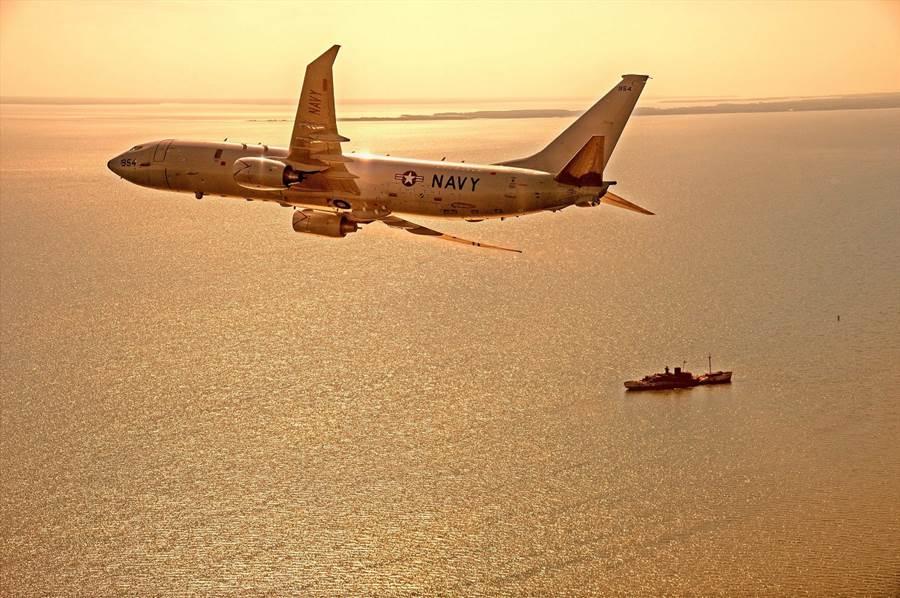 美海軍航空部隊的P-8A海神巡邏機原部署魚叉式反艦導彈,現在也正在整合遠程反艦導彈,並開始與B-52進行協同作戰演練。(圖/美國海軍)