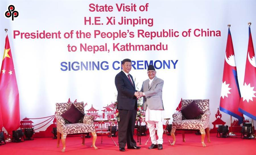 今年10月13日大陸國家主席習近平在加德滿都同尼泊爾總理奧利會談。(中新社)