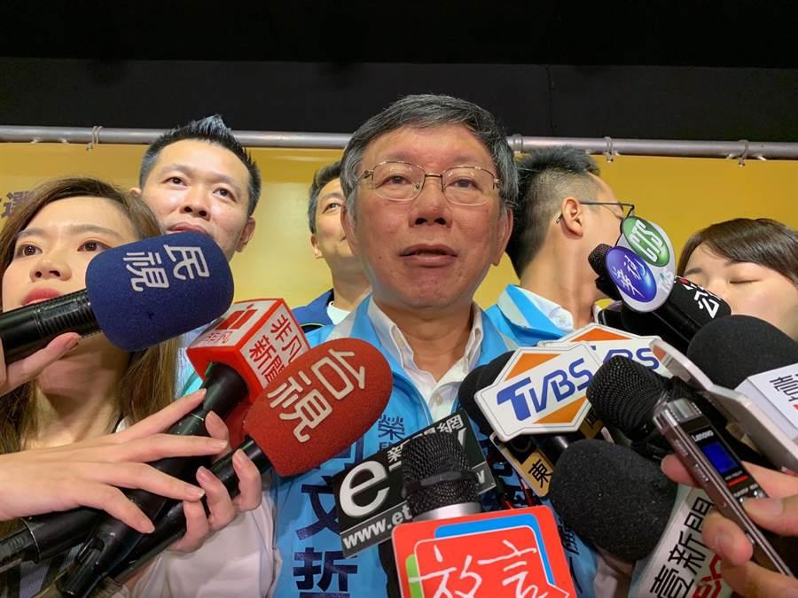 台北市長柯文哲今受訪時指出,看不懂時力怎麼一堆人都跑掉了,反正這件事跟台灣民眾黨無關。(許哲瑗攝)