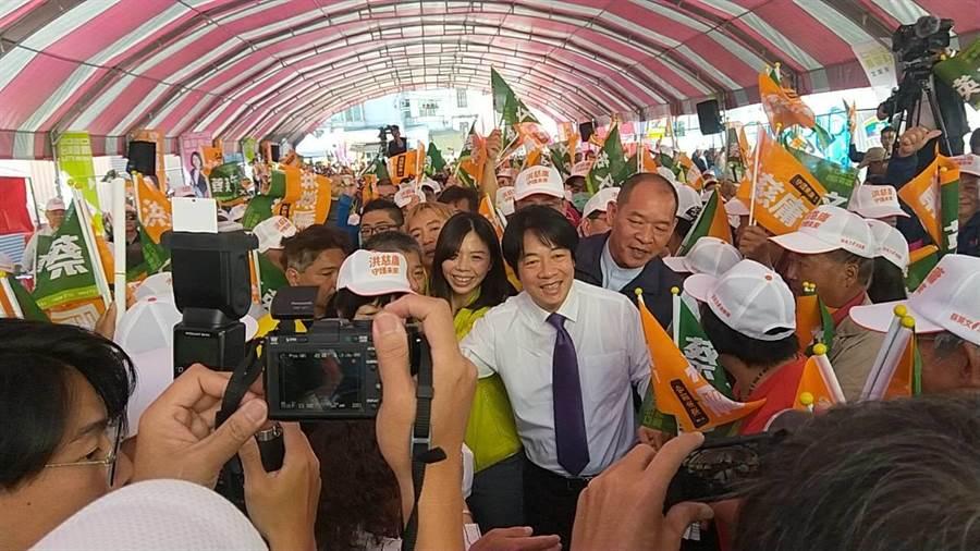 前行政院長賴清德到神岡替賴清德站台,受到上千支持者夾道歡迎。(陳淑娥攝)