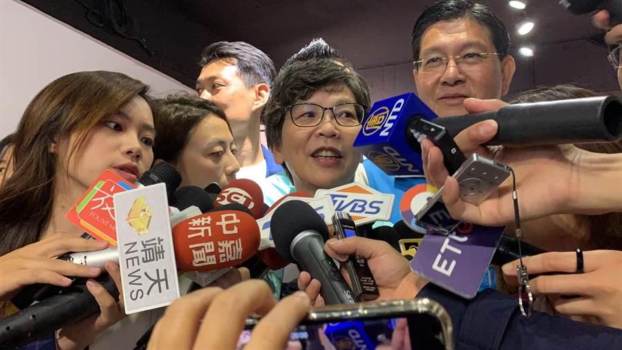 外傳台灣民眾黨近日接觸部分國民黨不分區立委,盼挖角加入民眾黨;對此民眾黨發起人蔡壁如今受訪時表示,她看到新聞也嚇一跳。(許哲瑗攝)