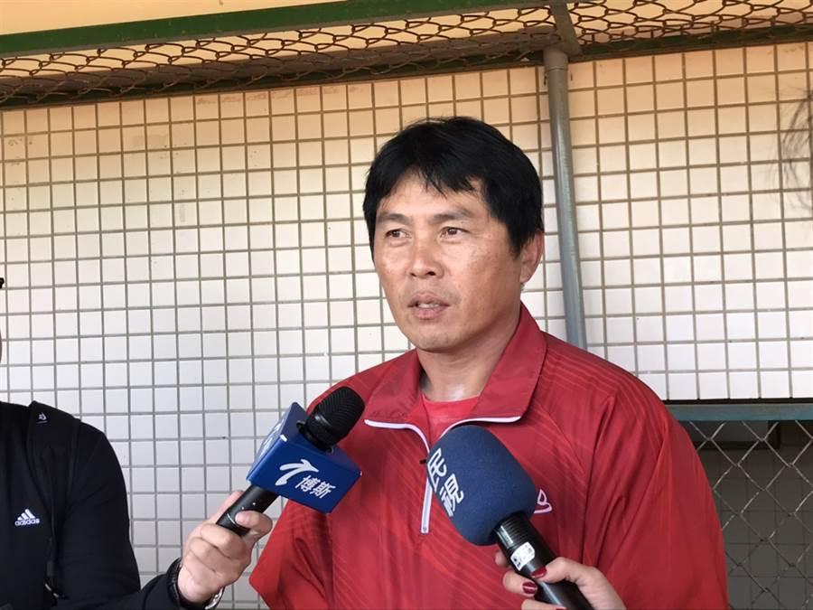 味全龍總教練葉君璋對年底擴編選秀鬆口「捕手較不夠」。(鄧心瑜攝)