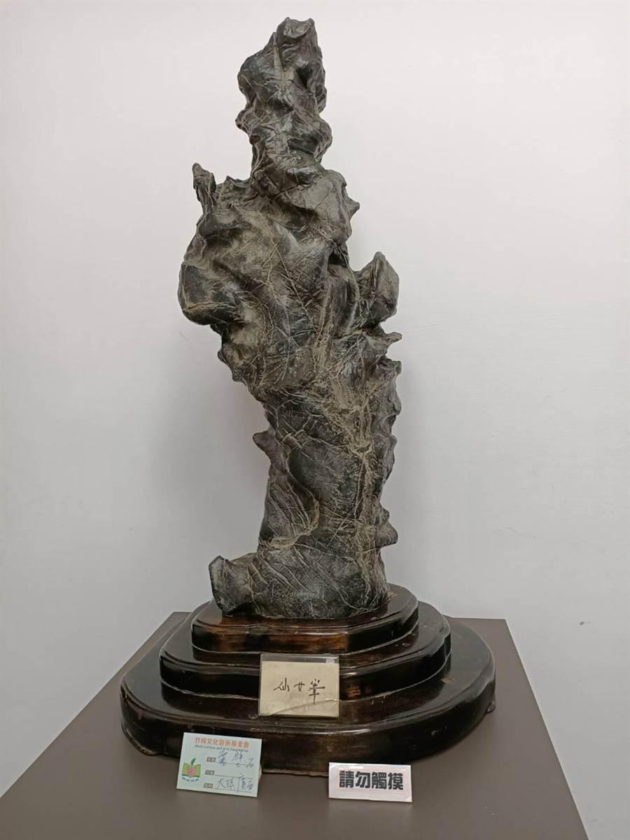 柯冬雄收藏來自大陸廣西的靈壁石。(張毓翎攝)