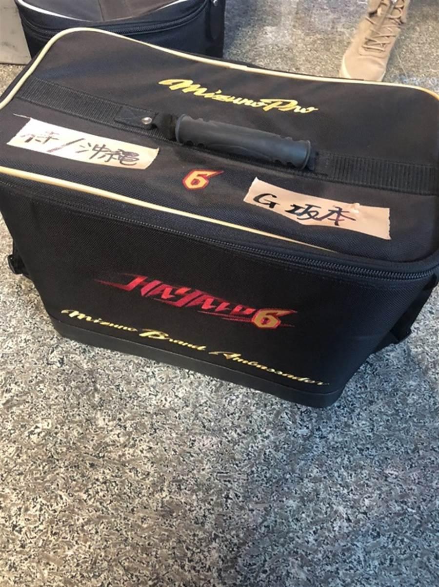 日本隊坂本勇人的球具行李箱。(全國棒協提供)