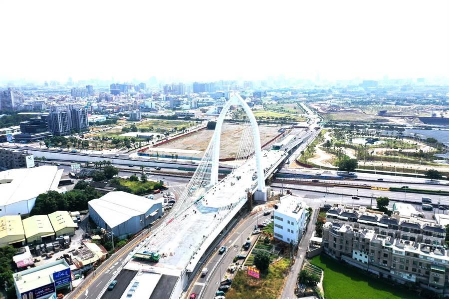 中部最高的斜張橋,造型像「少女彈豎琴」,命名活動開跑,橋名最多6字,首獎可得3萬元。(台中市建設局提供/盧金足台中傳真)