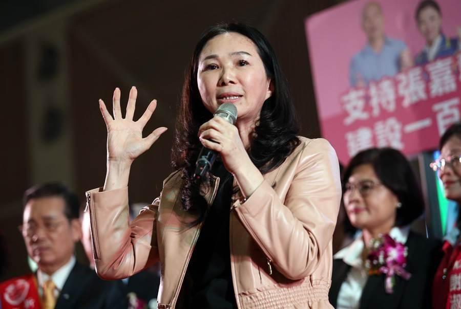 在新北市雲林同鄉會會員代表大會上,出席的高雄市長韓國瑜的夫人李佳芬呼籲住在新北的雲林鄉親支持韓國瑜。(姚志平攝)