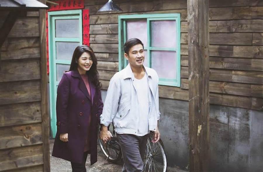 傅子純(右)放下對已逝女友的虧欠,向白家綺告白成功。公視提供