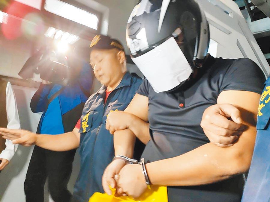 台中市母子3屍命案,30歲陳姓男子因吃醋爭吵勒斃陳姓女友,警方8日依殺人罪嫌移送台中地檢署。(張妍溱攝)