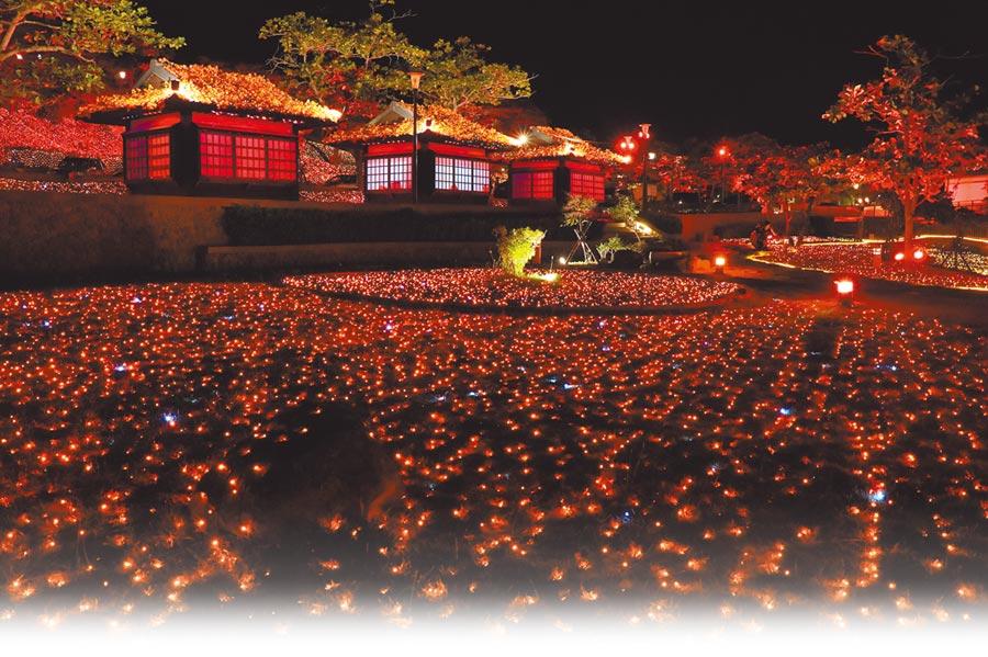 今年四重溪溫泉季延續浪漫氛圍,以「楓紅」意象營造冬日溫暖氣氛,溫泉公園滿山谷的落葉秋楓8日晚間點燈。 (謝佳潾攝)