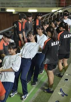 日本西乙訓高校生 到南投高中交流體驗拔河