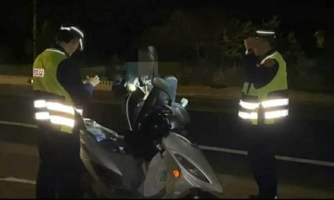 縣警局交通隊表示,交通大執法稽查取締違規,目的在導正駕駛人用路觀念,養成守法習慣。(警方提供/李金生金門傳真)