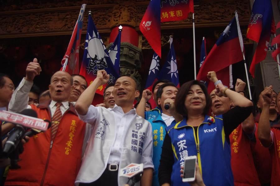 國瑜基隆造勢,支持者簇擁高呼「韓國瑜凍蒜!」(資料照,許家寧攝)
