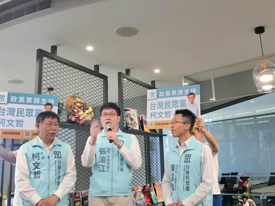 台北市長柯文哲(左1)今天到台中助選時,再度炮打近來頻放利多的民進黨,抨擊「對這種大灑幣政治我是非常有意見」。(盧金足攝)