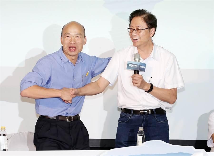 圖為國民黨總統參選人韓國瑜(左)和張善政(右)。(圖/資料照片,姚志平攝)
