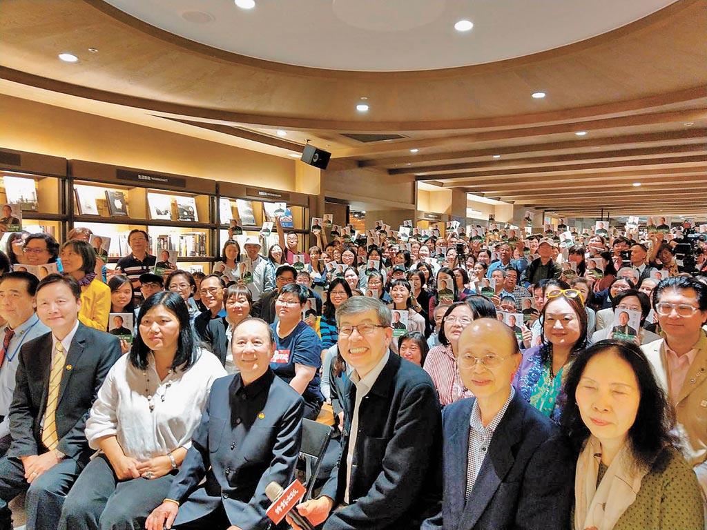 大批讀者蒞臨現場參加新書發表會。(時報出版社提供)