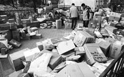 陸商品過度包裝 呼籲快遞箱再利用