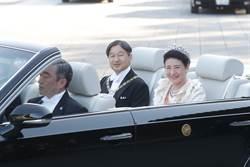 日皇登基遊行 皇后雅子的白禮服與結婚時穿的相似處