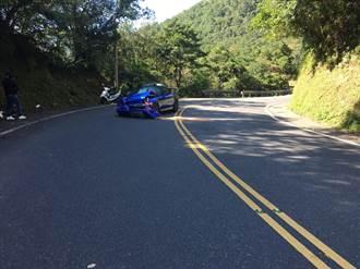 駕駛Honda S2000自撞  駕駛自行將車吊離