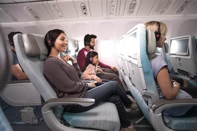 經濟艙旅客享受寬敞舒適的座位以及零瑯滿目的機上娛樂系統。