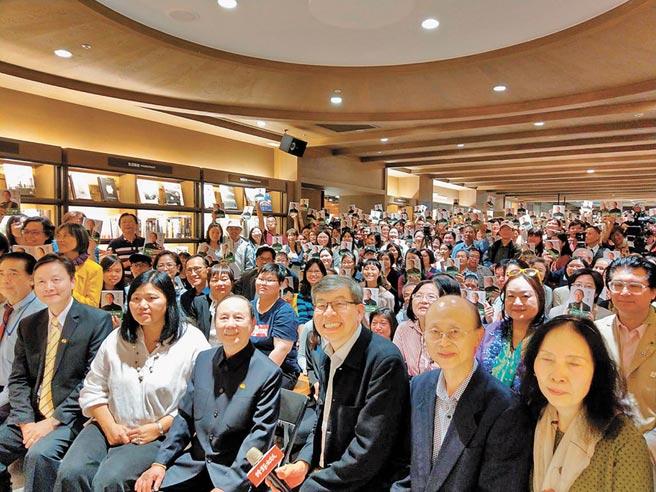 大批读者蒞临现场参加新书发表会。(时报出版社提供)