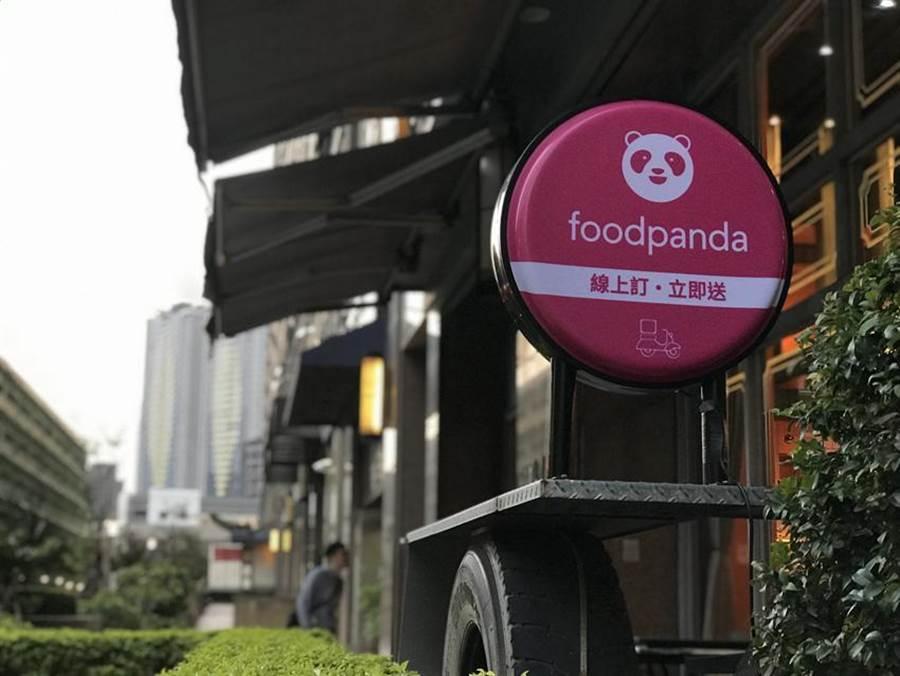 (家樂福繼上周宣布攜手foodpanda,11/12將再宣布結盟美商Uber Eats推外送服務。圖/劉馥瑜)