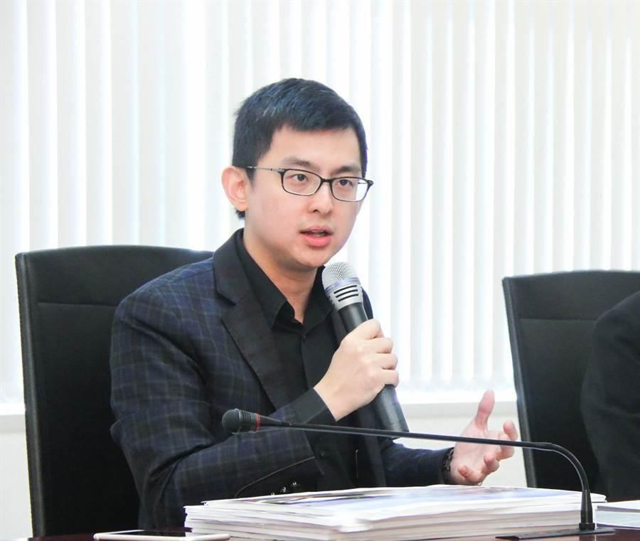 卓冠廷在今年5月底接任交通部長林佳龍辦公室主任一職。(盧金足攝)