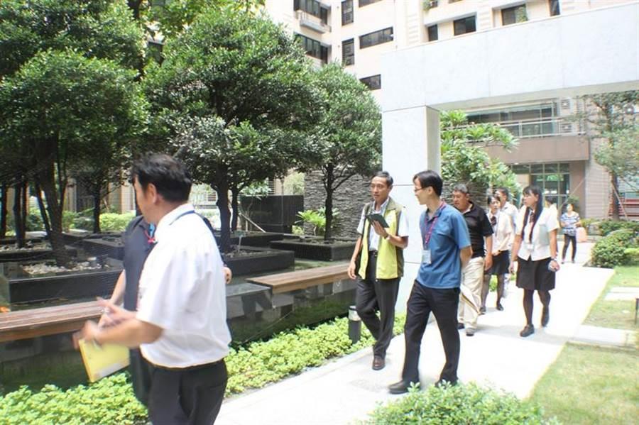 高雄推動12項公寓大廈管理,獲得內政部評選為特優。圖/高雄工務局提供