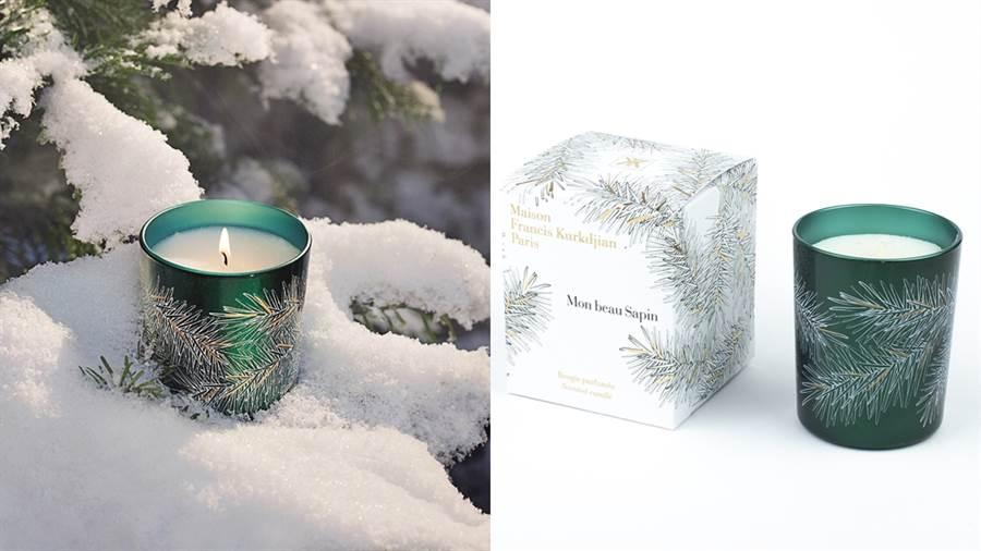 2019聖誕限定香氛蠟燭,Mon beau Sapin,以墨綠色點綴白金交錯的羽毛狀樹枝,呈現聖誕樹的形象。美國冷杉的氣味融合微微的樹脂帶出聖誕節的甜香,緩慢地帶我們感受令人安心的森林香氣。NT.2,280元。(圖/品牌提供)