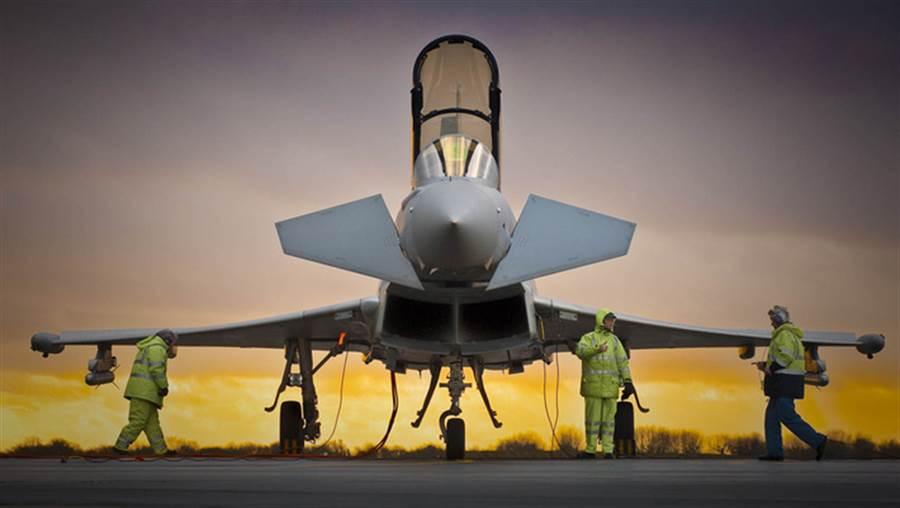 由BAE系統製造的歐洲戰機颱風,機體結構與大陸的5代戰機殲-20有許多相似之處。(圖/BAE系統公司)