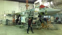 俄羅斯首架Su-57量產型戰機組裝完畢
