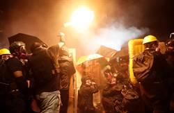 港中大學生與警方激烈對抗 汽油彈催淚彈互相攻擊