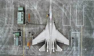 升級換代!陸殲16和飛豹同框