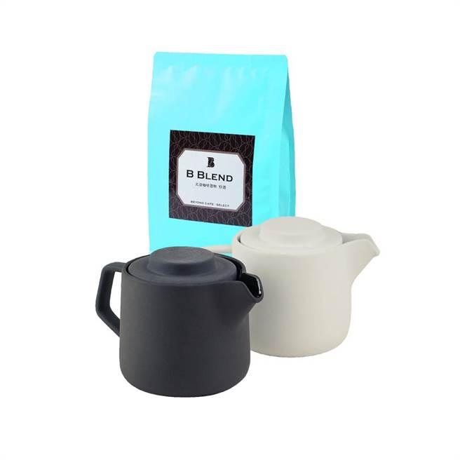 比漾选物SHOPLINE商店「奇想咖啡╱茶两用陶瓷壶-陶土灰」1890元,加赠价值370元的比漾选物B Blend自烘咖啡豆。(比漾广场提供)