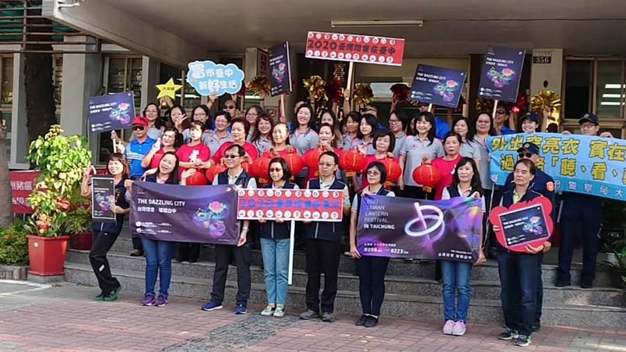 台中市大安區公所員工發揮巧思,自編舞蹈宣傳2020台灣燈會。(陳淑娥攝)