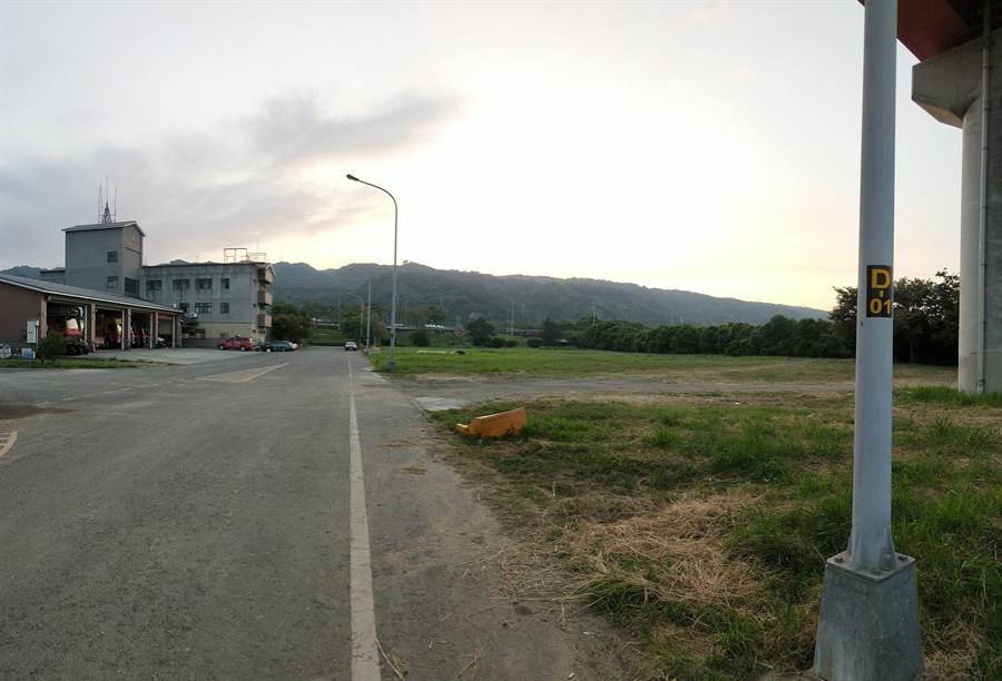 蔡銘軒提出適合的地點:消防局碧興分隊前方空地。(蔡銘軒縣議員提供/張晉銘南投傳真)