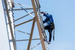工人拆60公尺天線塔 突斷裂墜地亡