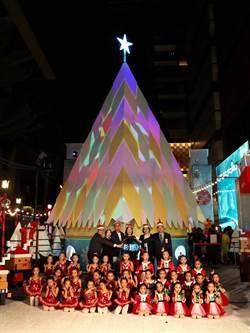 新光三越台南新天地點亮南部最美光雕耶誕樹