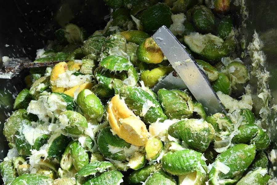 永大食品每年產生高達6千噸的檸檬皮,工研院運用科技點皮成金。(工研院提供/羅浚濱新竹傳真)