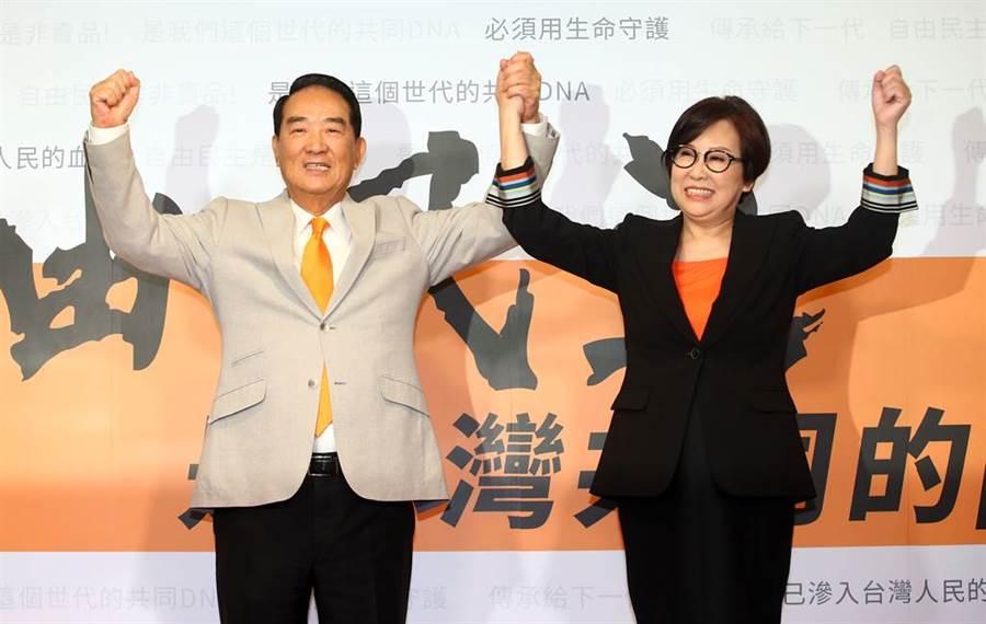 親民黨主席宋楚瑜(左)13日宣布投入總統大選,請來「廣告教母」余湘(右)擔任副手;宋表示2020是他的終局之戰,為這一戰,他已經準備了44年。(資料照片/陳信翰攝)