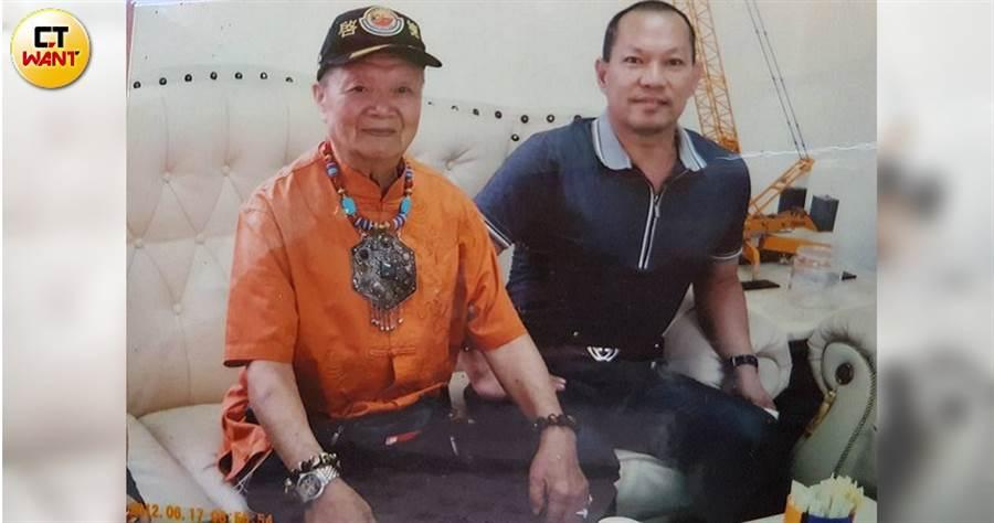 胡漢龑從15歲開始,就跟父親胡鵬飛一塊打拚事業。(圖/胡漢龑提供)