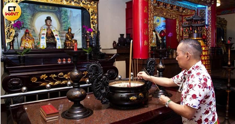 胡鵬飛在新竹建造天宏宮奉祀瑤池金母及蔣介石後,公司的業績蒸蒸日上,現由胡漢龑接手管理。(圖/黃威彬攝)