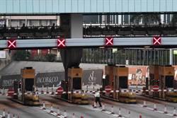 港示威堵路 海底隧道交通設施停擺 市民無法上班