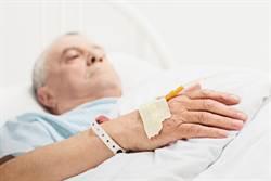 驚人!81歲翁竟從這長出足球大腫瘤