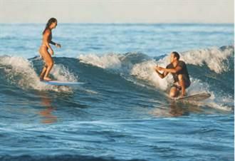 夏威夷男子衝浪求婚 戒指掉海裡